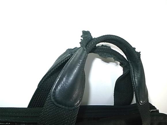 鞄の取っ手の巻革破れ