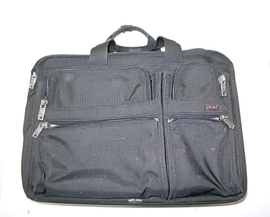 TUMIのナイロンバッグ