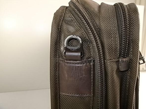 TUMI鞄の革破れ修理
