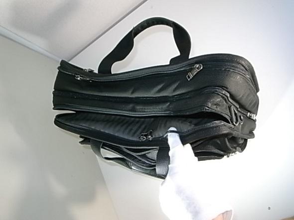 鞄のファスナーの壊れ
