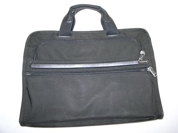TUMIの定番の鞄