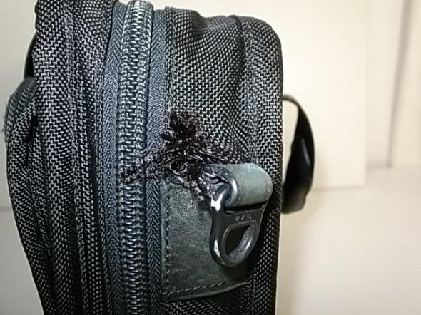 TUMI鞄のナイロン破れ