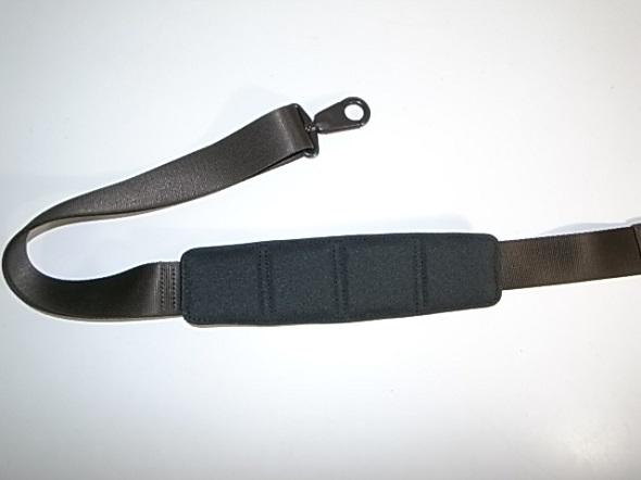 TUMIの肩パッドの素材交換