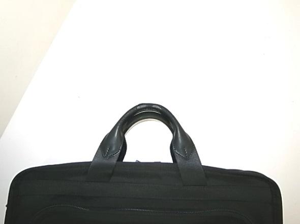 TUMI鞄の持ち手破れ