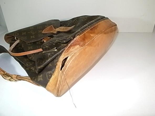 角のヌメ革の穴