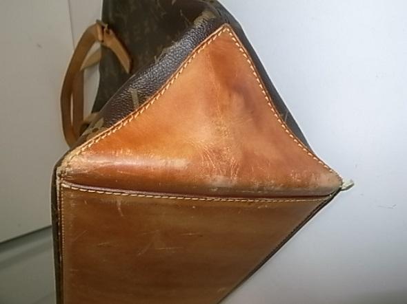 バッグの底のヌメ革