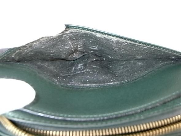 鞄の背面ポケットの内張り劣化