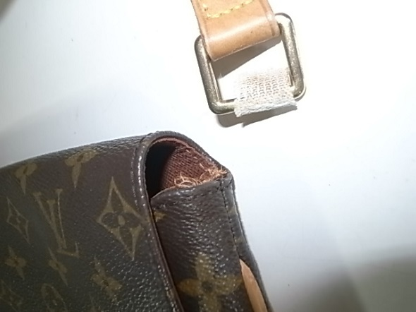 ヌメ革が切れたバッグ